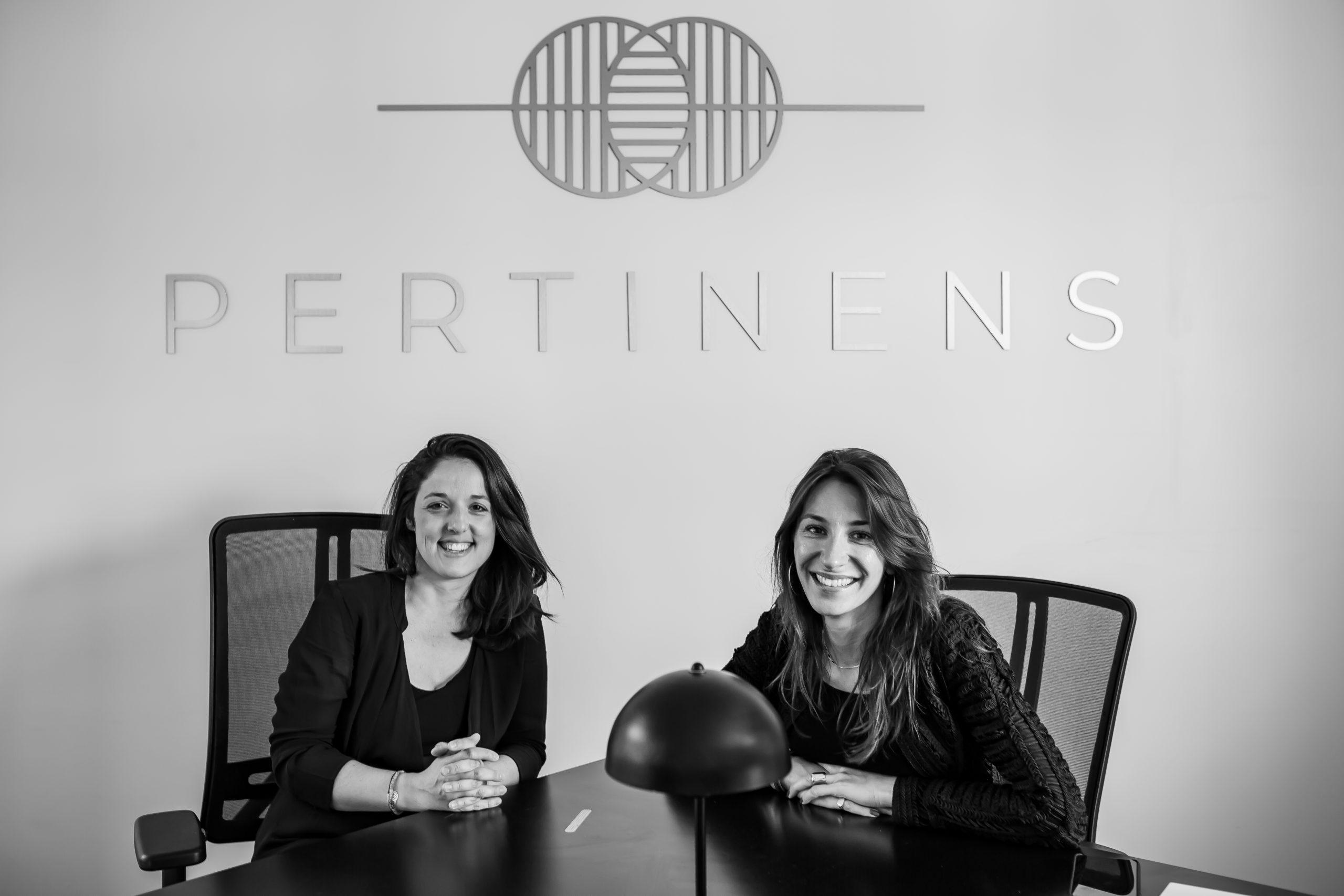 Clémence Campech et Laurie Tessier de l'agence Pertinens spécialisée dans le conseil en marketing digital qui aide les entrepreneurs à atteindre leurs ambitions de développement.